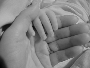 madre e bambino Mani